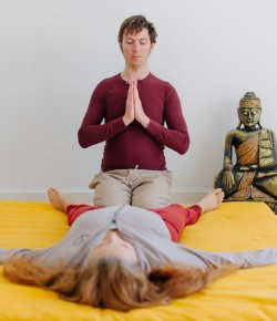 Bhakti-Touch: Berührung als Weg der selbstlosen Liebe